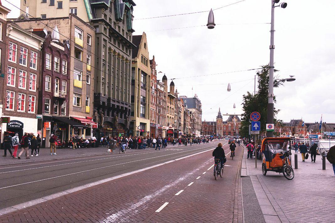 Amsterdam zu Fuß erkunden Damrak