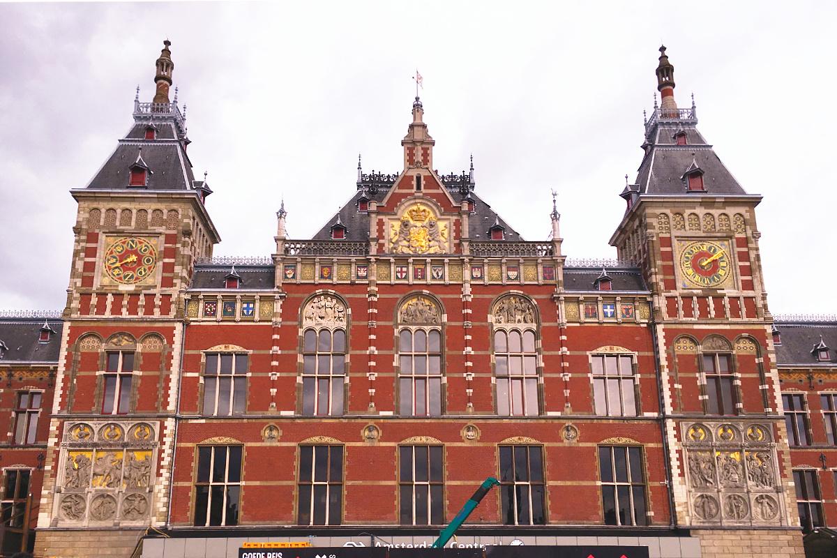 Amsterdam zu Fuß erkunden Hauptbahnhof