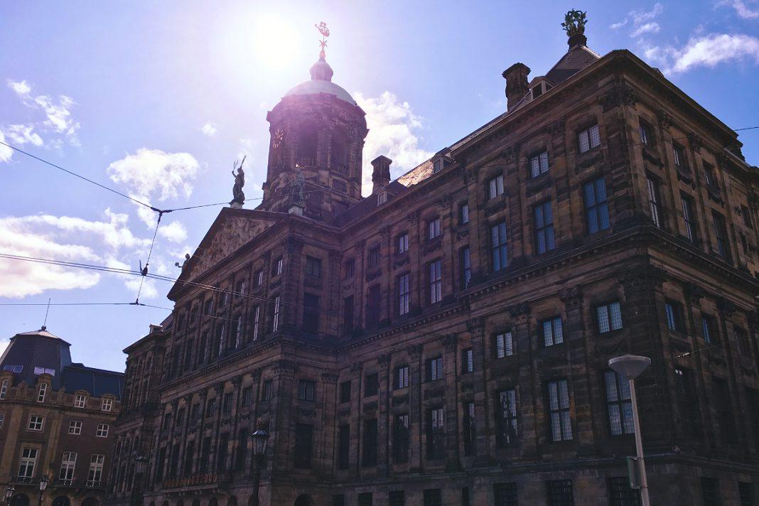 Amsterdam zu Fuß erkunden Königspalast