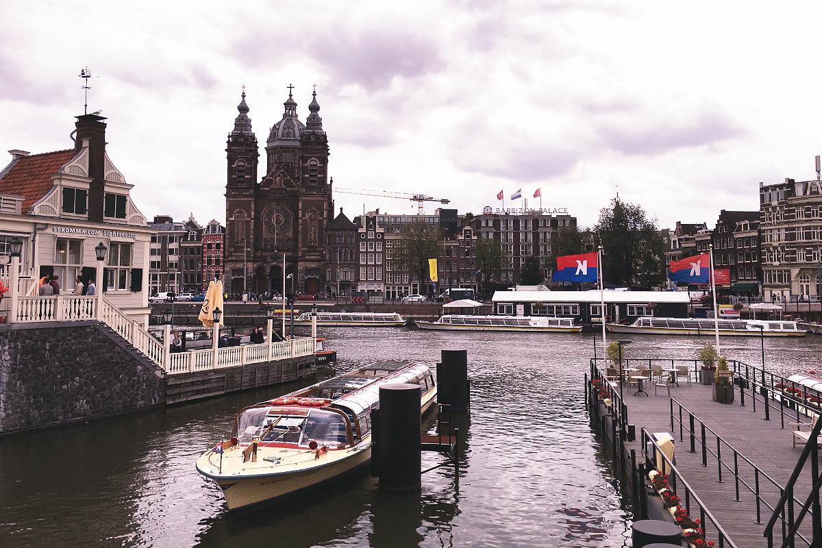 Amsterdam zu Fuß erkunden Stationsplein
