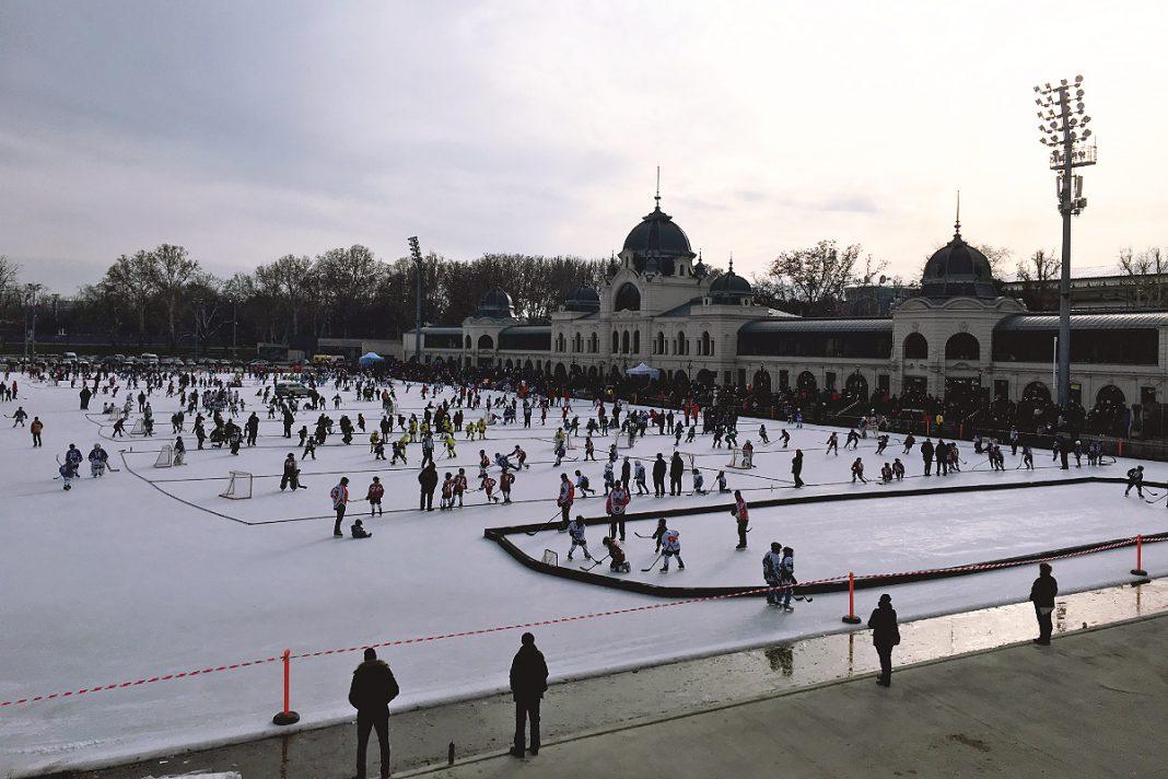 Budapest zu Fuß erkunden Eissporthalle