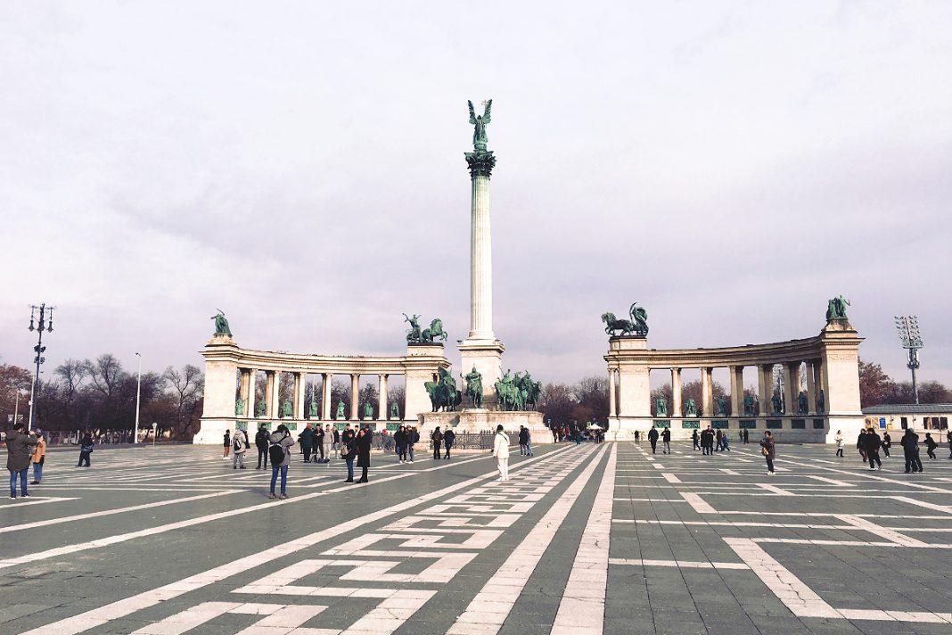 Budapest zu Fuß erkunden Heldenplatz