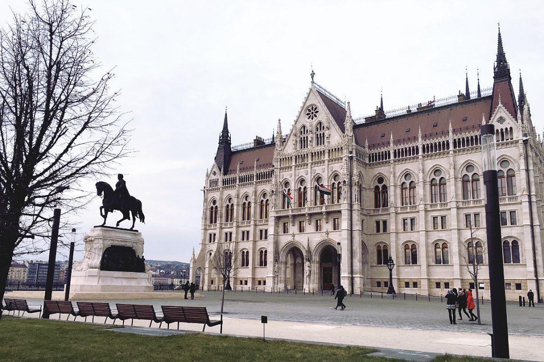 Budapest zu Fuß erkunden Parlamentsgebäude