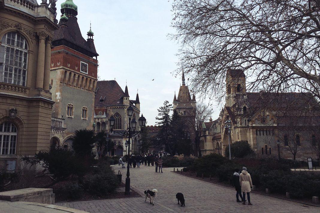 Budapest zu Fuß erkunden Stadtwäldchen